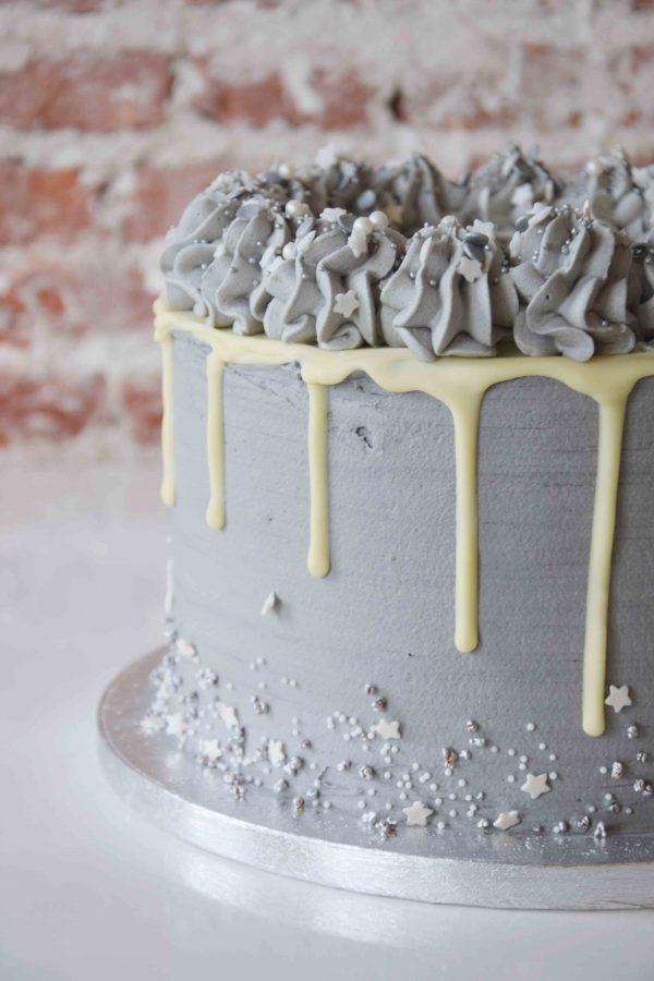 Vanilla Cake full decoration